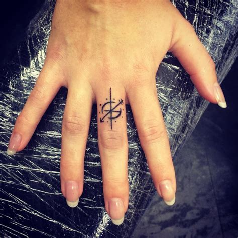 Compass Tattoo On Finger | 22 compass tattoo designs ideas design trends