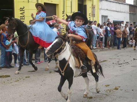 fotos de nenas mamando a caballos 1000 images about argentina gauchos paisanas imagenes