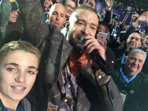 Justin Timberlake Stole The Show by Meet The Who Snapped A Selfie With Justin Timberlake