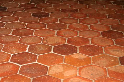 carrelage terre cuite exterieur 2532 tomettes le carrelage en terre cuite