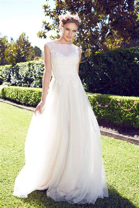 Garden Attire For Wedding How To Save Money On Your Wedding Dress Without