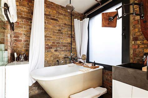 desain dinding kamar dengan koran bekas desain dinding kamar mandi selain dengan ubin keramik