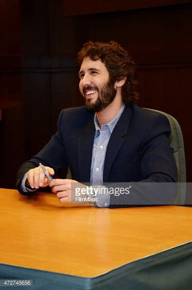 josh groban stages album signing at barnes noble los angeles extras singer songwriter josh groban signs copies of his new cd