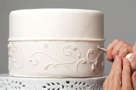 Tips for Making a Wedding Cake   Bakepedia Tips