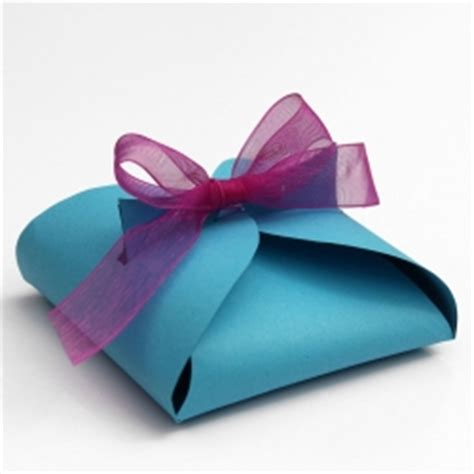 how to make a simple gift box make your own paper gift box lines across