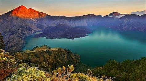 Kaos Gunung Rinjani Lombok 1 rinjani national park lombok island indonesia rinjani geopark indonesia gunung rinjani