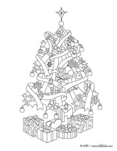 weihnachtsbaum mit photos zum anmalen weihnachtsbaum mit geschenken zum ausmalen zum ausmalen de hellokids