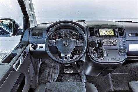 neue mercedes  klasse schlaegt uralt bulli  autobildde