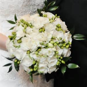 white bouquet bonnieprojects white and green wedding bouquets and boutonnieres