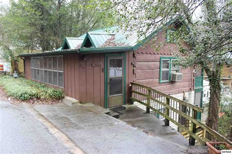 Gatlinburg Tn Cabins For Sale by Gatlinburg Cabins To Log Homes For Sale