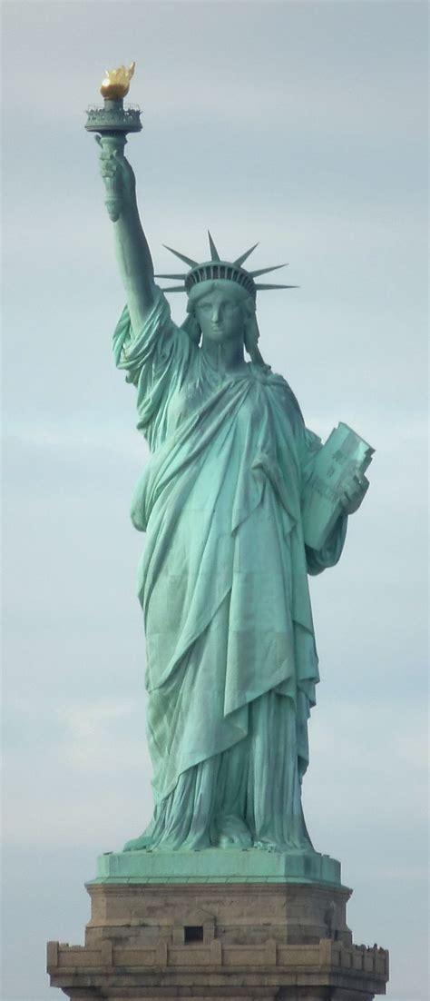 statue of liberty l les 25 meilleures id 233 es concernant statue de la libert 233