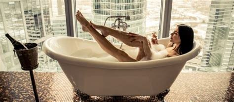 Frau In Badewanne by Badezimmer Zur Wohlf 252 Hloase Machen 5 Ideen F 252 R Ihr