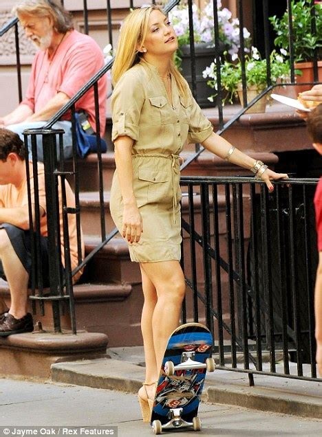Kate Hudson Goes Skateboarding In Heels Daily Mail  Ee  Online Ee