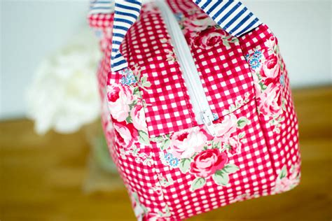 lunch tote bag pattern free chubby lunch tote free sewing pattern sewcanshe