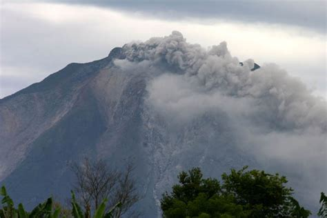 gambar gunung gunung sinabung jpg potensi letusan susulan gunung sinabung masih tinggi