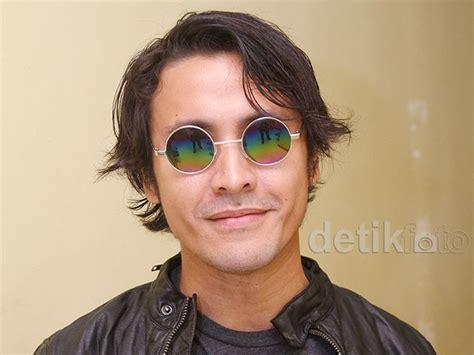 Kacamata Hitam Ala Jhon Lennon Kaca Mata Keren Murah gaya ello dengan kacamata lennon