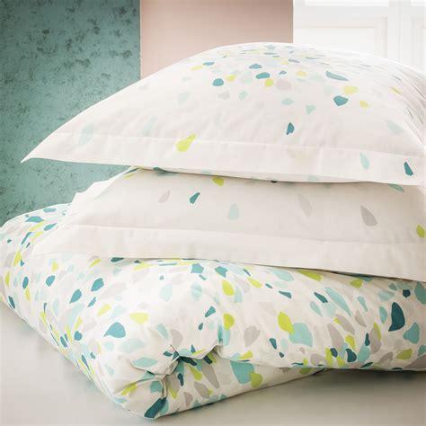 couettes et oreillers couette et oreillers multicolore en coton carrefour tex