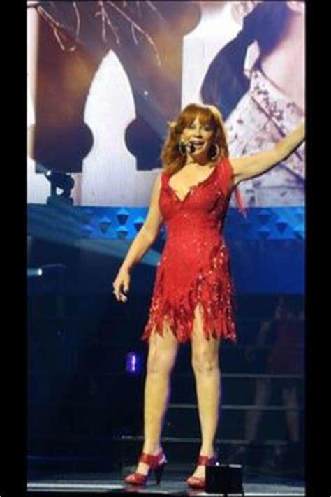 reba mcentire hairy legs reba mcentire looking fabulous in this sexy dress reba