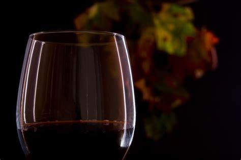 immagini bicchieri di vino bicchiere vino rosso immagini images