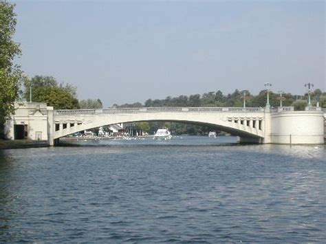 thames river reading caversham brige river thames reading picture of salter
