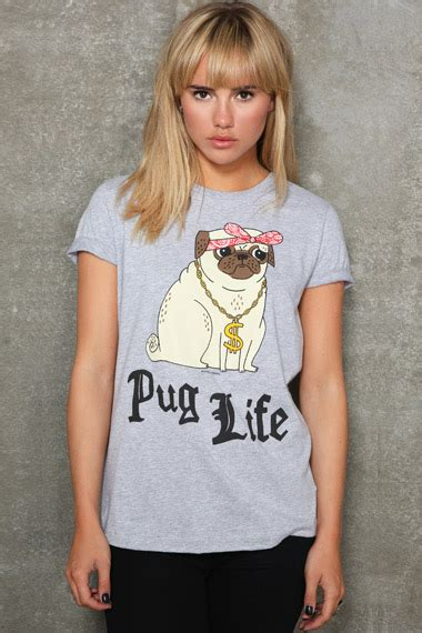 pug shirt outfitters e shopping de la semaine outfitters le so girly