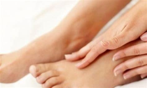 Tips Merawat Kaos Kaki cara merawat kaki kering dan pecah pecah secara alami