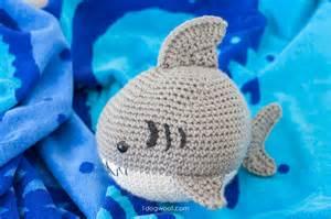 Crochet shark amigurumi free pattern to make this adorable stuffed