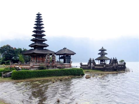 Lukisan Danau Bratan Pura Ulun Bedugul 80x60 Bali 8 pusat informasi wisata bali wisata bali