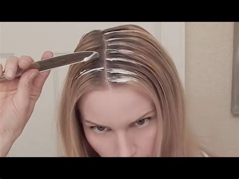 highlighting pixie hair at home diy highlights with a knife what no foil tutorial