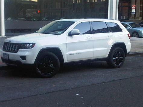 white jeep cherokee black white jeep grand cherokee black wheels pictures to pin on