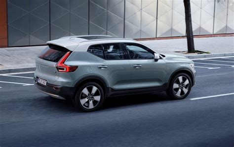 volvo 2019 announcement next volvo xc40 has two tone option exterior remains