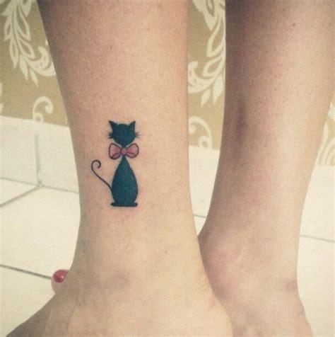 38 tatuaggi di gatti in stile minimalista per gli amanti