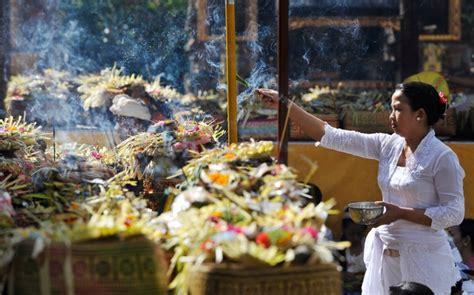Upadesa Tentang Ajaran Ajaran Agama Hindu fungsi banten dalam agama hindu satyam sivam sundaram