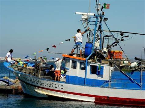 barco pirata vila do conde cinco pescadores das caxinas desaparecidos ap 243 s naufr 225 gio