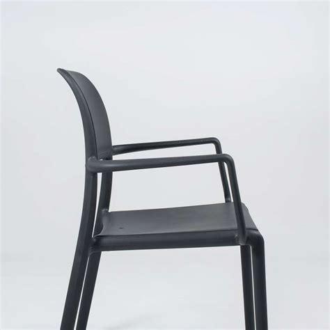 fauteuil en polypropyl 232 ne riva 4 tables