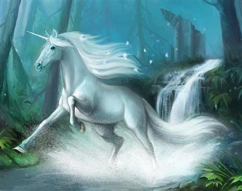 imagenes mitologicas gratis foto de unicornio al trote imagen de unicornio al trote