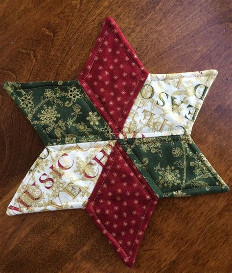 best 25 christmas quilting ideas on pinterest