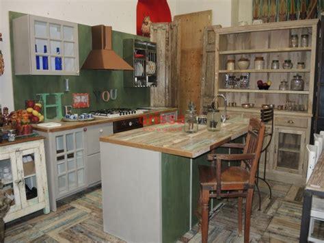 Cucina Con Mobili Di Recupero by Cucine In Legno Massello Cucine Su Misura Cucine Country