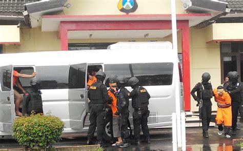 Seragam Densus 88 Kisah Inisiator Ansharul Khilafah Ditangkap Densus 88