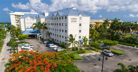 comfort inn cayman islands comfort suites arch godfrey cayman islands