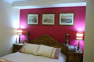 What Color To Paint A Small Bedroom Hot Pink Accent Wall With White Paint Color For Small