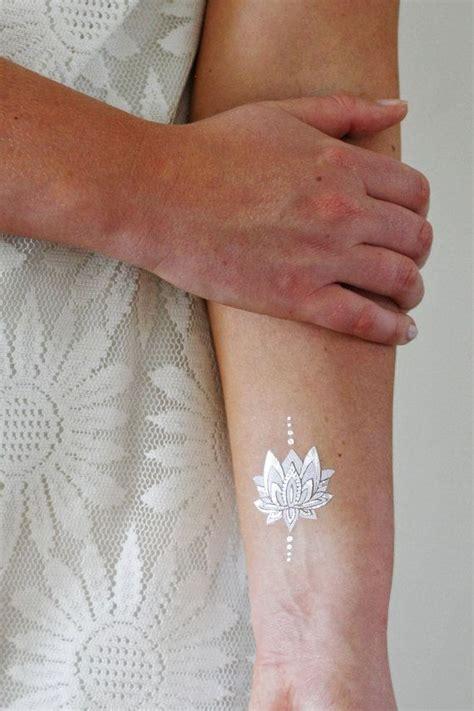 white lotus flower tattoo 17 beste idee 235 n witte lotus tatoeage op