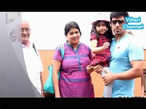 actor vikram family photos wife tamil actor chiyaan vikram with his wife and daughter