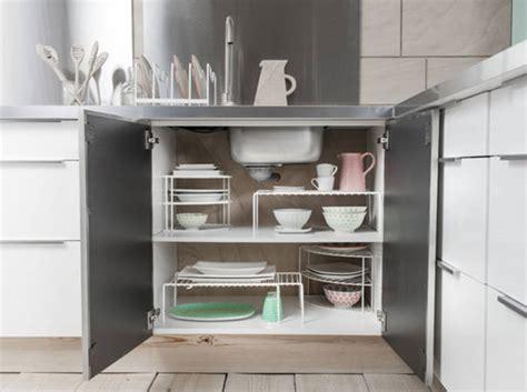 Exceptionnel Portes De Cuisine Ikea #4: Des-placards-de-cuisine-pratiques-grace-a-des-etageres-mobiles.jpg