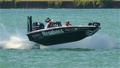 phoenix vs legend boats 1000 images about fishing on pinterest bass boat