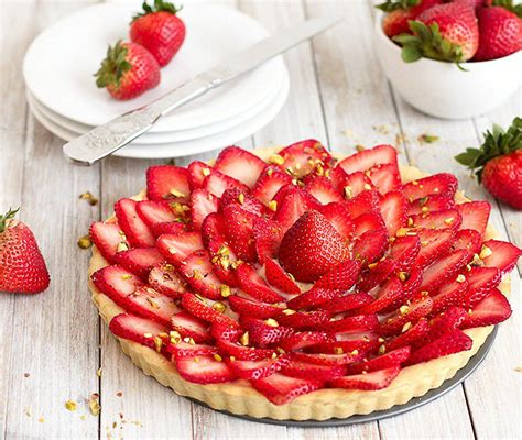 Basic Cake Decorating Strawberry Tart With Pastry Cream As Easy As Apple Pie