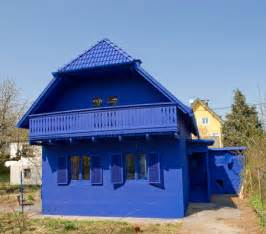 blue houses need blue exterior paint help
