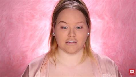 nikki tutorial eyeliner this vlogger gets freaked out recreating her high school