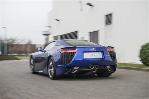 lexus that looks like a this is what servicing a lexus lfa looks like autoevolution