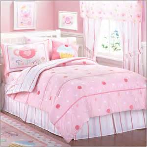 Bedding sets with large and small dots